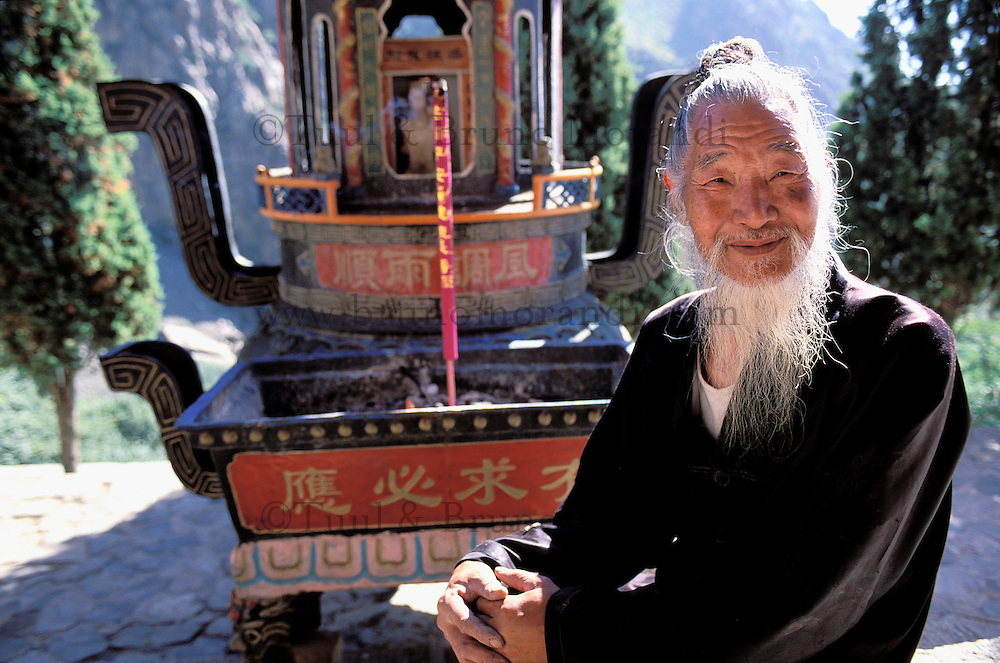 China. Ningxia Province. Yinchuan. Confucius temple at Gunzhongkou on the Helan Shan mountain. // Chine. Province du Ningxia. Yinchuan. Temple confucianiste à Gunzhongkou dans la chaine de Helan Shan.