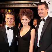 NLD/Amsterdam/20121028 - Inloop premiere nieuwe James Bond film Skyfall , Richard Krajicek met zoon Alec en dochter Emma