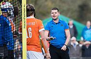 BLOEMENDAAL -  scheidsrechter Maarten Boxma. Hockey hoofdklasse heren, Bloemendaal-Amsterdam (2-0) . COPYRIGHT KOEN SUYK