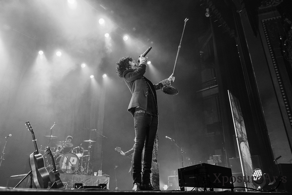 LP performs at The Fox Theater in Oakland, CA.