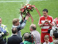 v.l. Torwart Oliver Kahn Bayern bei seiner Verabschiedung<br /> Bundesliga FC Bayern München - Hertha BSC<br /> <br /> Norway only