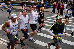 05-11-2017 USA: NYC Marathon We Run 2 Change Diabetes day 3, New York<br /> De dag van de marathon, 42 km en 195 meter door de straten van Staten Island, Brooklyn, Queens, The Bronx en Manhattan / Bob en Martijn