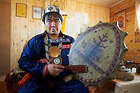 Russie, Siberie, Oblast d'Irkoutsk, lac Baikal, ile d'Olkhon, Khoujir, Nikolai chaman  // Russia, Siberia, Irkutsk oblast, Baikal lake, Olkhon island, Khoujir, the shaman Nikolai