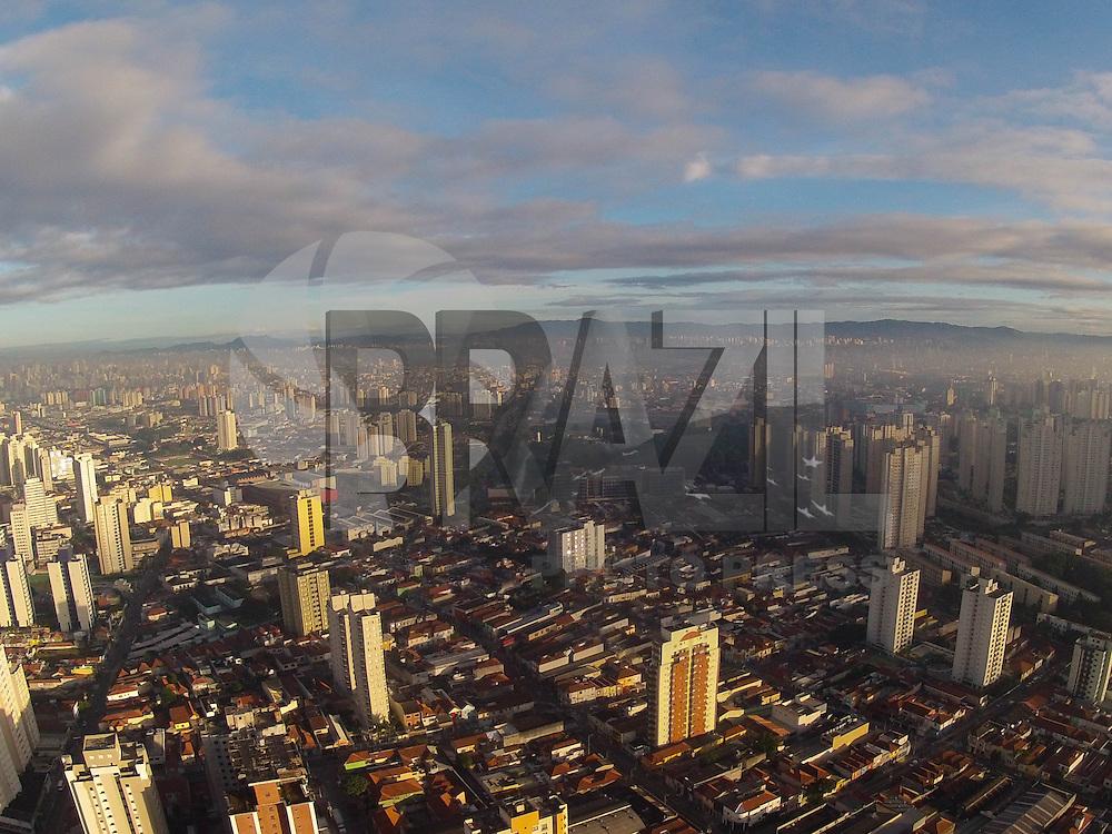SAO PAULO, SP, 12  DE ABRIL 2013, CLIMA TEMPO SAO PAULO -  Amanhecer com pouca nebulosidade sexta-feira (12), foto feita no bairro da Moóca regiao leste da cidade de Sao Paulo. FOTO: LUIZ GUARNIERI/ BRAZIL PHOTO PRESS.