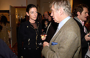Don McCullin and Mary McCartney, Living Sculpture - exhibition of work by Peter Beard.  Michael Hoppen Gallery, 3 Jubilee Place. 24 November 2004. ONE TIME USE ONLY - DO NOT ARCHIVE  © Copyright Photograph by Dafydd Jones 66 Stockwell Park Rd. London SW9 0DA Tel 020 7733 0108 www.dafjones.com