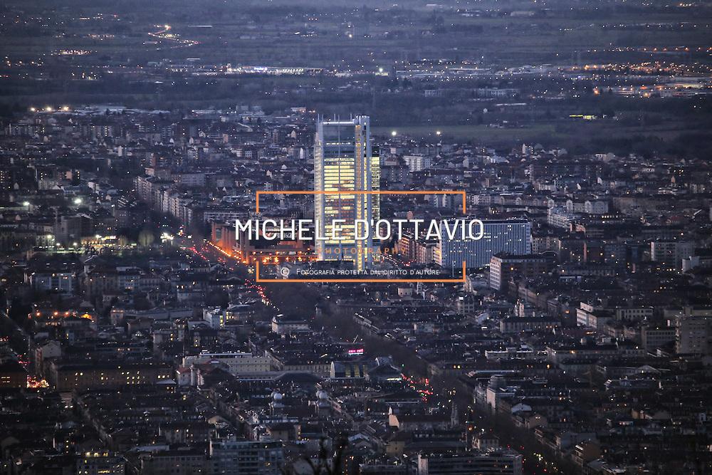 Torino 2015 panoramica con il nuovo Grattacielo Intesasanpaolo
