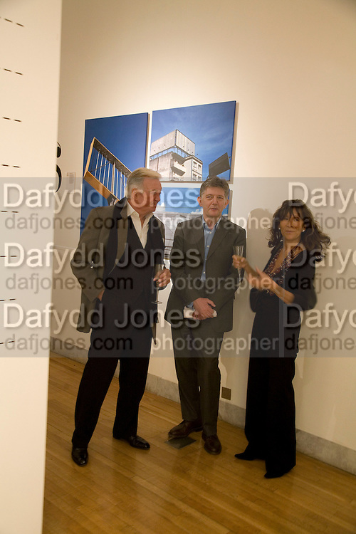 RODNEY KISMAN, DEYAN SUDJIC AND LISA KINSMAN, Brit Insurance Design Awards. Design Museum. London. 18 March 2008.  *** Local Caption *** -DO NOT ARCHIVE-© Copyright Photograph by Dafydd Jones. 248 Clapham Rd. London SW9 0PZ. Tel 0207 820 0771. www.dafjones.com.