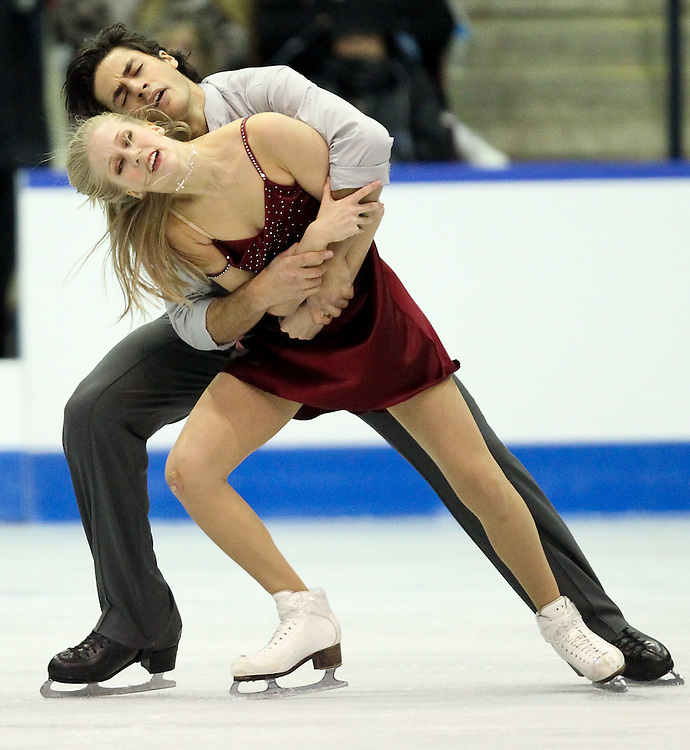 GJR455 -20111030- Mississauga, Ontario,Canada-  Kaitlyn Weaver  and  andrew Poje of Canada perform their free dance at Skate Canada International, in Mississauga, Ontario, October 30, 2011.<br /> AFP PHOTO/Geoff Robins
