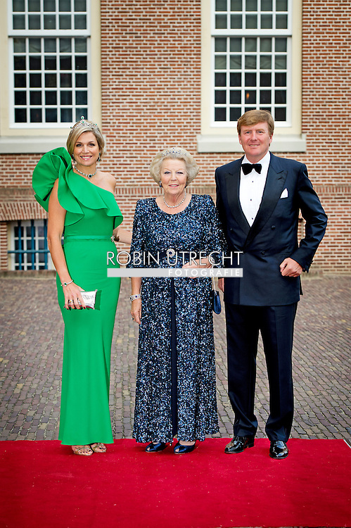 3-6-2014 - APELDOORN  -  Prince Albert II of Monaco at the loo with King Willem Alexander ,queen Maxima and princess Beatrix  for the opening of the exhibition of Grace Kelly in the loo. Prince Albert II of Monaco in the Netherlands for a two-day visit. Koningin Maxima, prins Albert II van Monaco, koning Willem-Alexander en prinses Beatrix (VLNR) voorafgaand aan het diner in Paleis Het Loo. COPYRIGHT ROBIN UTRECHT