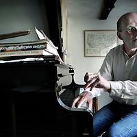 Nederland, Amsterdam , 9 mei 2011..componist/pianist   Guus Janssen.Foto:Jean-Pierre Jans