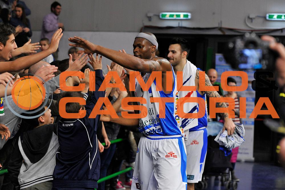 DESCRIZIONE : Sassari LegaBasket Serie A 2015-2016 Dinamo Banco di Sardegna Sassari - Giorgio Tesi Group Pistoia<br /> GIOCATORE : Brenton Petway<br /> CATEGORIA : Ritratto Esultanza Postgame<br /> SQUADRA : Dinamo Banco di Sardegna Sassari<br /> EVENTO : LegaBasket Serie A 2015-2016<br /> GARA : Dinamo Banco di Sardegna Sassari - Giorgio Tesi Group Pistoia<br /> DATA : 27/12/2015<br /> SPORT : Pallacanestro<br /> AUTORE : Agenzia Ciamillo-Castoria/C.Atzori