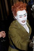 Hare Majesteit Koningin Beatrix wasvrijdagavond 22 juni in het Koninklijk Theater Carr&eacute; in Amsterdam de premi&egrave;re bij van de voorstelling The Life and Death of Marina Abramovic, als onderdeel van het Holland Festival. //// Her Majesty Queen Beatrix wasvrijdagavond 22 June in the Royal Theatre Carr&eacute; in Amsterdam at the premiere of the show The Life and Death of Marina Abramovic, as part of the Holland Festival.<br /> <br /> Op de foto / On the photo: WIllem Dafoe