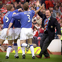 DICK ADVOCAAT RUSHES OUT TO CONGRATULATE GOALSCORER TONY VIDMAR(4) WITH ARTHUR NUMAN(5) AND CRAIG MOORE(3). PIC CHRISTIAN COOKSEY.27.5.2000. T000527-1