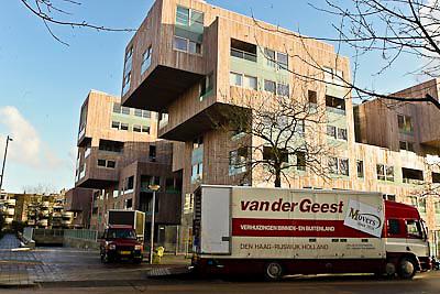 NLD/Amsterdam/20081217 - Patty Brard helpt haar ouders verhuizen naar Amsterdam