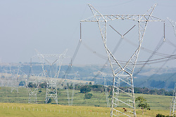 Rede de alta tensao no interior de Sao Paulo, entre as cidades de Bauru e Marilia./..Electricicty pylons in the countryside of Sao Paulo,between the cities of Bauru and Marilia
