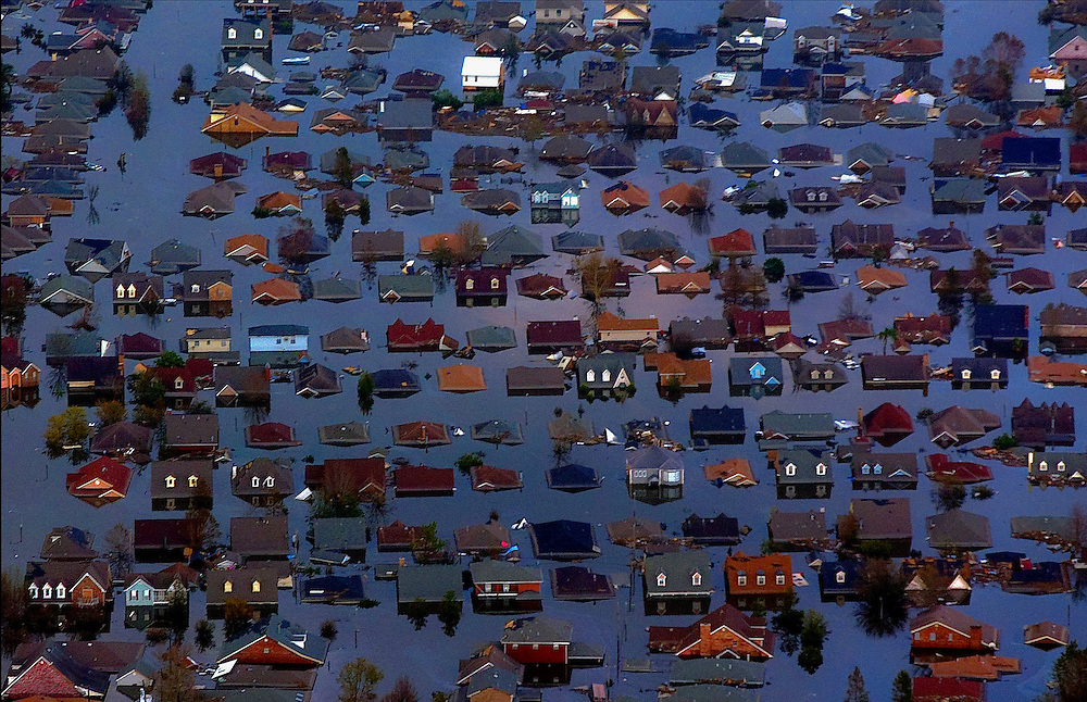 Arkansas Democrat-Gazette/BENJAMIN KRAIN 8-30-05<br /> Flood water from hurricane Katrina covers a residential area of New Orleans, LA.