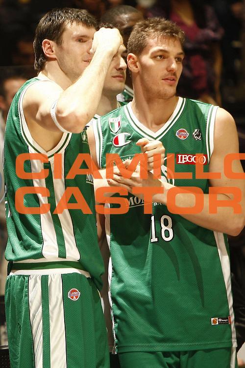 DESCRIZIONE : Bologna Final Eight 2009 Semifinale Montepaschi Siena Benetton Treviso<br /> GIOCATORE : Ksistof Lavrinovic Luca Lechthaler<br /> SQUADRA : Montepaschi Siena<br /> EVENTO : Tim Cup Basket Coppa Italia Final Eight 2009 <br /> GARA : Montepaschi Siena Benetton Treviso<br /> DATA : 21/02/2009 <br /> CATEGORIA : esultanza<br /> SPORT : Pallacanestro <br /> AUTORE : Agenzia Ciamillo-Castoria/E.Castoria