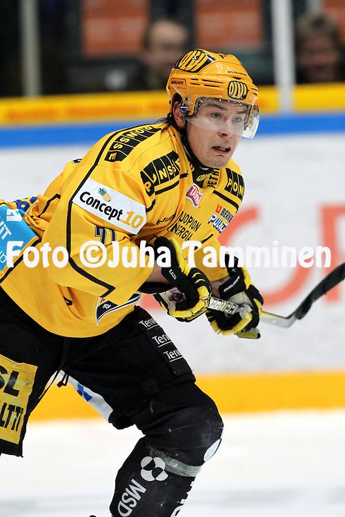 07.12.2010, H?meenlinna..J??kiekon SM-liiga 2010-11. .HPK - KalPa..Tapio Laakso - KalPa.©Juha Tamminen.