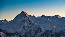 THEMENBILD - Blick auf den Kitzsteinhorn Gletscher am Abend. Das Kitzsteinhorn ist Teil der in den Hohen Tauern gelegenen Glocknergruppe und erreicht eine Höhe von 3203 m, aufgenommen am 09. Maerz 2016, Zell am See, Österreich // View of the Kitzsteinhorn at sunset. The Kitzsteinhorn is a mountain in the High Tauern range of the Alps. It is part of the Glockner Group and reaches a height of 3,203 m. The Kitzsteinhorn glaciers are a popular ski area, Zell am See, Austria on 2016/03/09. EXPA Pictures © 2016, PhotoCredit: EXPA/ JFK