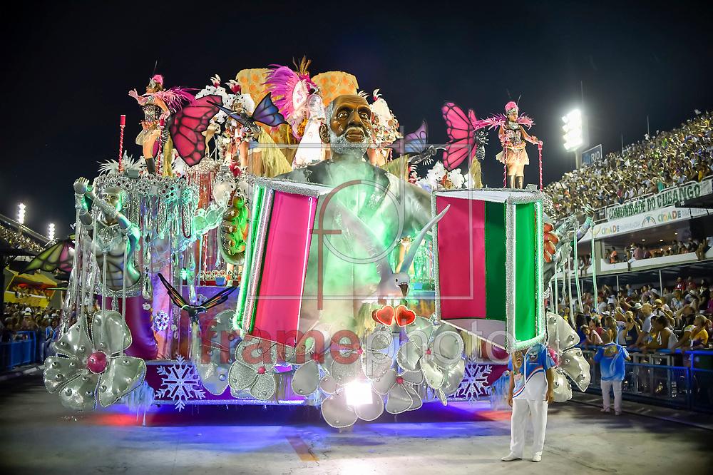 Rio de Janeiro, RJ – 14/02/2015 – Desfile do GRES Inocentes de Belford Roxo com o enredo Nelson Sargento – Samba Inocente, pé no chão, terceira escola no segundo dia do Grupo de Acesso do Carnaval 2015, no Sambódromo da Marquês de Sapucaí, na noite de hoje (14/02). Foto: Ide Gomes/Frame