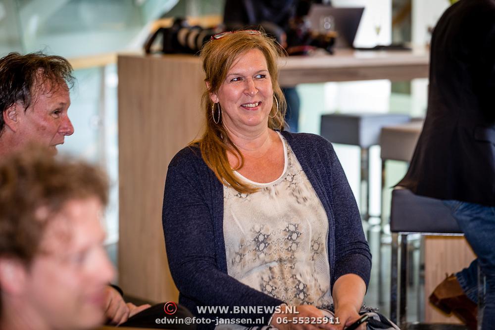 NLD/Hilversum/20170411 - NPO Radio 5 Oeuvre Award bekendmaking aan Frank Boeijen, manager Bionda Kuijsters