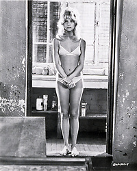 1972, Film Title: BUTTERFLIES ARE FREE, Director: MILTON KATSELAS, Studio: COLUMBIA, Pictured: GOLDIE HAWN, MILTON KATSELAS, HAIR, BOUFFANT, BIKINI, MIDRIFF, AWKWARD, DOORWAY, INSECURE, SELFCONSCIOUS, BARE FEET, BATHROOM, SEX RELATED, SHY, SEDUCING. (Credit Image: SNAP/ZUMAPRESS.com) (Credit Image: © SNAP/Entertainment Pictures/ZUMAPRESS.com)