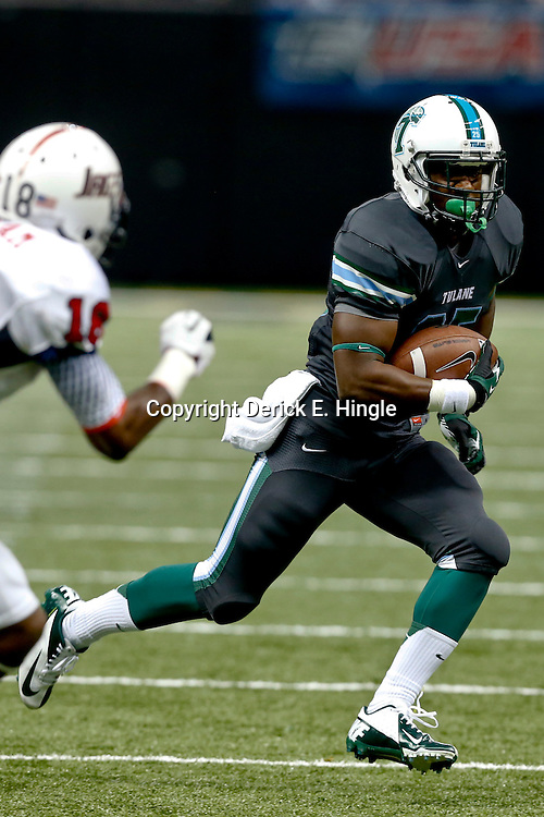 Sep 7, 2013; New Orleans, LA, USA; Tulane Green Wave running back Josh Rounds (25) runs against the South Alabama Jaguars during the first quarter of a game at the Mercedes-Benz Superdome. Mandatory Credit: Derick E. Hingle-USA TODAY Sports
