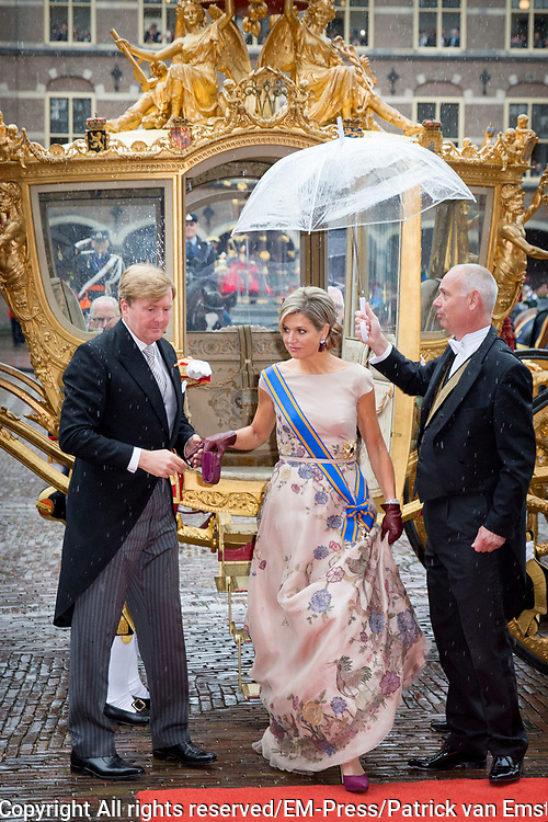 Prinsjesdag - Koninklijke familie arriveert bij Ridderzaal<br /> <br /> Budget Day - Royal Family arrives at Knights<br /> <br /> Op de foto / On the photo:  Koning Willem Alexander en Koningin Maxima / King Willem Alexander and Queen Maxima