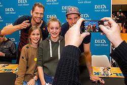 07-01-2018 NED: DELA Beach Open day 5, Den Haag<br /> Jeugd kinderen vermaken zich prima in het Dela Beach House. Robert Meeuwsen NED #2, Alexander Brouwer NED #1