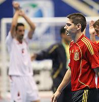 Fussball  International  FIFA  FUTSAL WM 2008   01.10.2008 Vorrunde Gruppe D Spain - Iran Spanien- Iran KIKE (ESP) verlaesst enttaeuscht das Spielfeld.