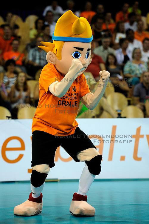 08-07-2010 VOLLEYBAL: WLV NEDERLAND - ZUID KOREA: EINDHOVEN<br /> Nederland verslaat Zuid Korea met 3-0 / Mascotte Nederland volleybal item<br /> &copy;2010-WWW.FOTOHOOGENDOORN.NL