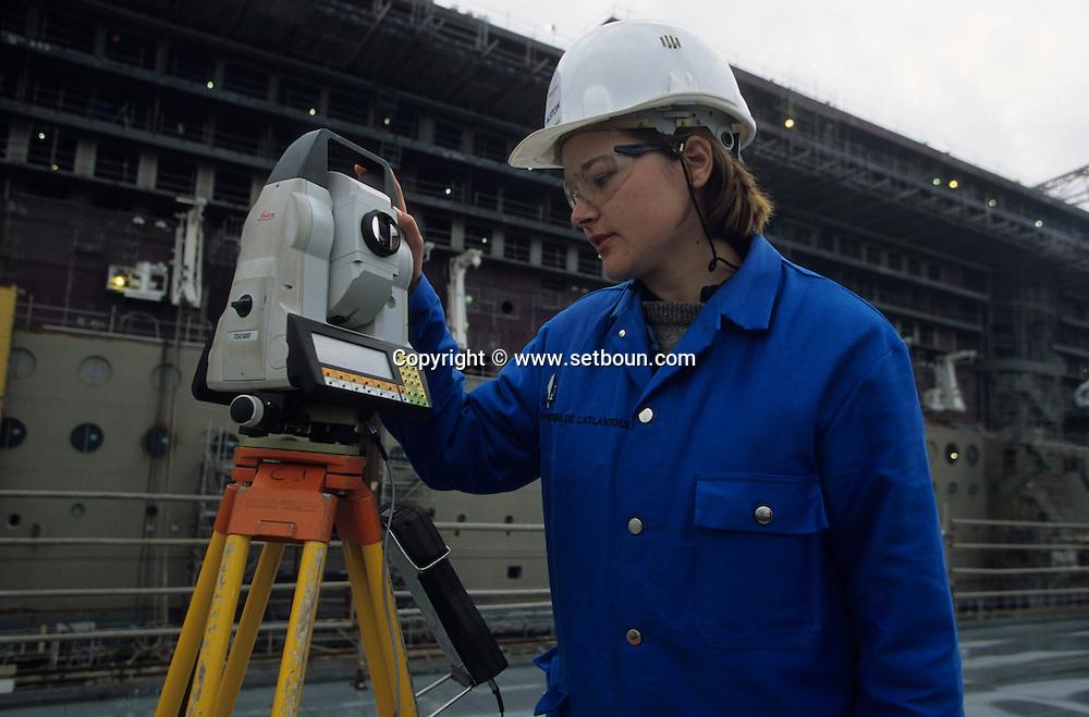 France. Saint Nazaire. Alsthom Atlantique.  shipyard in . women workers       / Le chantier naval alstom atlantique, ouvrieres