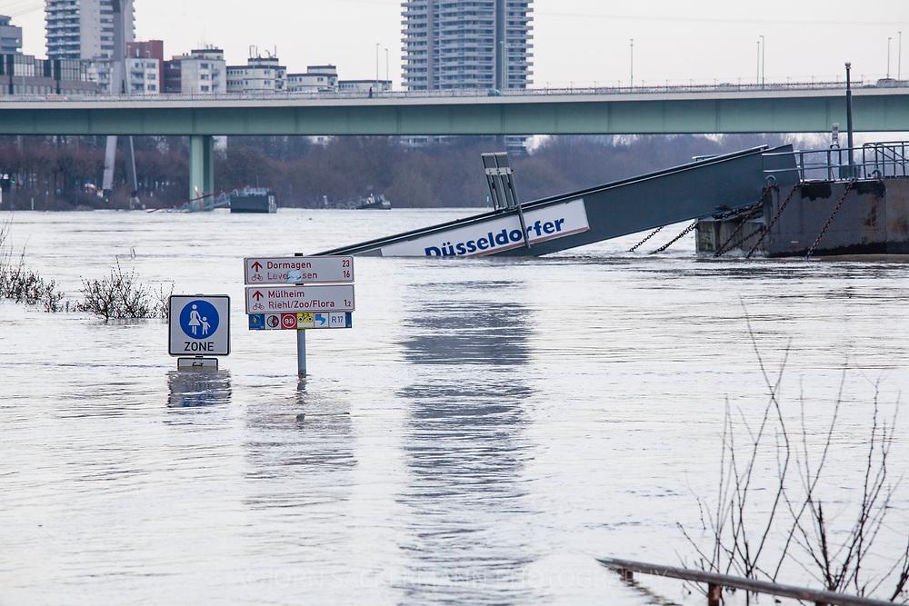 Cologne, Germany, 8. January 2018, flood of the river Rhine, Zoo bridge.<br /> <br /> K&ouml;ln, Deutschland, 8. Januar 2018, Hochwasser des Rheins, Zoobruecke.