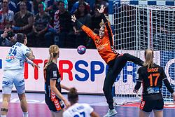 14-12-2018 FRA: Women European Handball Championships France - Netherlands, Paris<br /> Second semi final France - Netherlands / Tess Wester #33 of Netherlands, Alexandra Lacrabere #64 of France