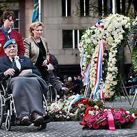 Nederland, Amsterdam , 4 mei 2015.<br /> Dodenherdenking op de Dam.<br /> De laatste wens van Bert Schmitz uit Venlo.<br /> Oud veteraan en doodzieke Bert Schmitz (op de foto tweede van links met lichtblauwe pet) uit Venlo had nog 1 wens. Aanwezig zijn tijdens de Dodenherdenking op de Dam. De wensambulance heeft dat voor Bert mogelijk gemaakt.<br /> Netherlands, Amsterdam, Remembrance Day 1940-1945 on the Dam Amsterdam in the presence of the king and queen. Last wish of <br /> critically ill Bert Schmitz being present as well.