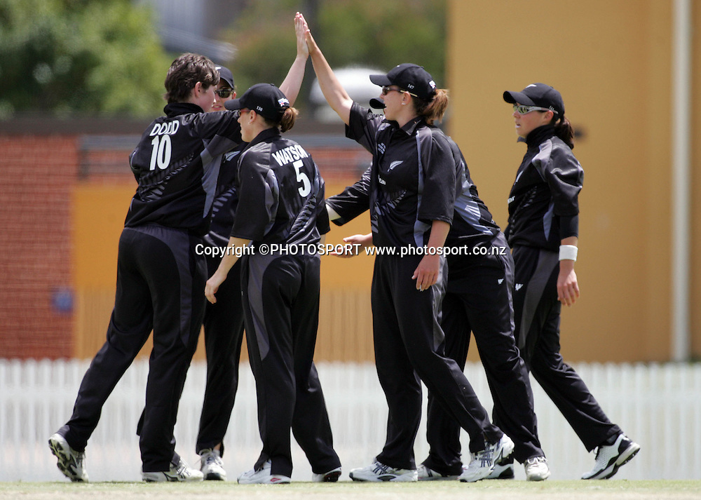 New Zealand celebrate the wicket of Lisa Sthalekar caught by Aimee Mason for 43 during the fourth ODI Rose Bowl cricket match between the White Ferns and Australia at Allan Border Field, Brisbane, Australia, on Thursday 26 October 2006. Australia ended the innings 252 with one wicket in hand. Photo: Renee McKay/PHOTOSPORT<br />