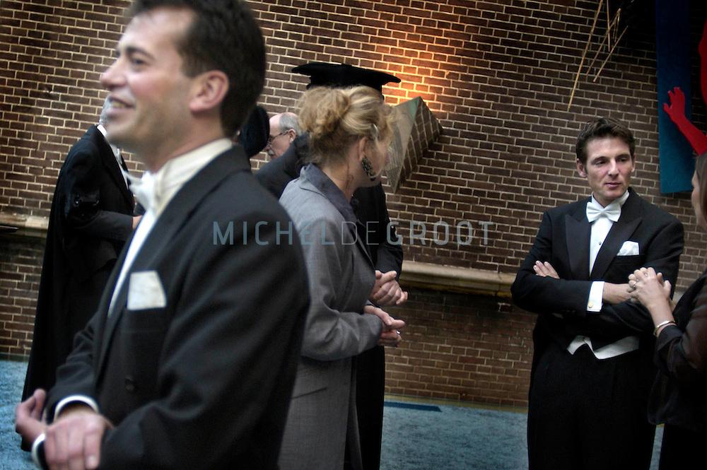 Groningen, 30-10-2003: Prins Maurits (rechts) trad op als een van de Paranimfen van promovendus Frits-Joost van Beekhoven van de Boezem (links). (Foto: Michel de Groot)