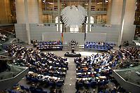 10 MAR 2005, BERLIN/GERMANY:<br /> Uebersicht des gut besetzten Plenarsaales, waehrend der Bundestagsdebatte zur Wirtschafts- und Arbeitsmarktpolitik, Deutscher Bundestag<br /> IMAGE: 20050310-01-060<br /> KEYWORDS: Übersicht, Plenum, Bundesadler
