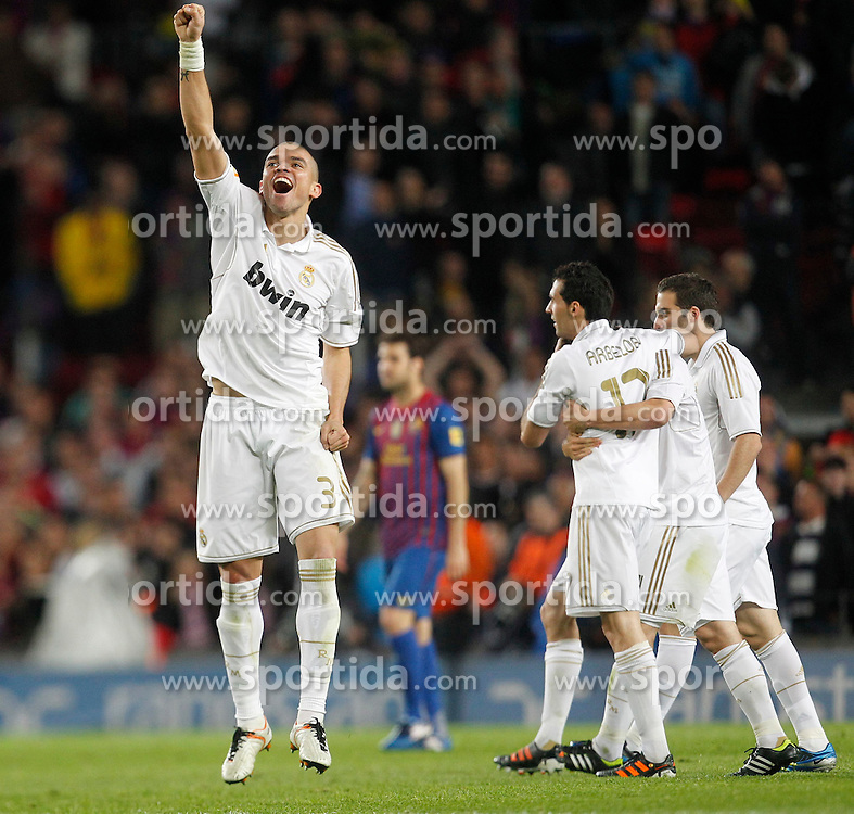 21.04.2012, Stadion Camp Nou, Barcelona, ESP, Primera Division, FC Barcelona vs Real Madrid, 35. Spieltag, im Bild Real Madrid's Pepe celebrates victory // during the football match of spanish 'primera divison' league, 35th round, between FC Barcelona and Real Madrid at Camp Nou stadium, Barcelona, Spain on 2012/04/21. EXPA Pictures © 2012, PhotoCredit: EXPA/ Alterphotos/ Cesar Cebolla..***** ATTENTION - OUT OF ESP and SUI *****