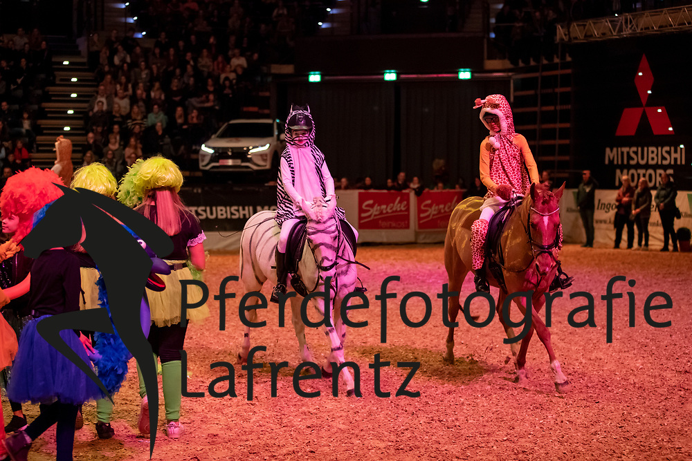 Kürdressur Gymnasium Haren und Maximilianschule<br /> Oldenburg - AGRAVIS-Cup 2018<br /> Gala-Abend<br /> 03. November 2018<br /> © www.sportfotos-lafrentz.de/Stefan Lafrentz