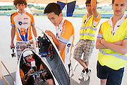 Wil Baselmans zit in de fiets voor zijn recordpoging. HPT Delft en Amsterdam is in Senftenberg voor de recordpogingen op de Dekra baan.<br />