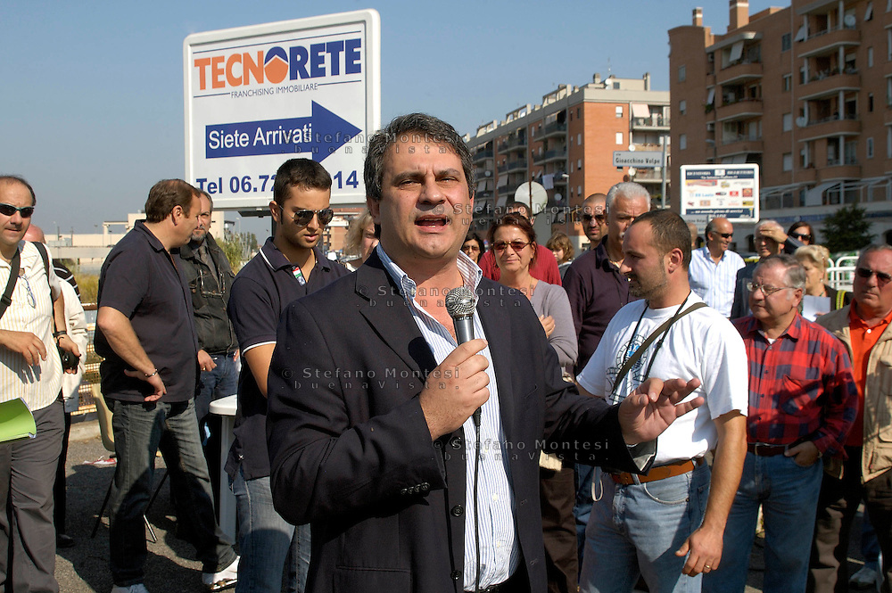 Rome October 11 th 2008  .Meeting against the Rom's camp inhabited from the Romani Kalderasha in street Schiavonetti to the district Tor Vergara.Roberto Fiore secretary of right-extremists party 'Forza Nuova' (New Force)  intervenes to the meeting...Roma 11 ottobre 2008.Assemblea di quartiere contro il campo rom kalderasha di via Schiavonetti a Tor Vergara.Roberto Fiore segretario di Forza Nuova interviene all'assemblea