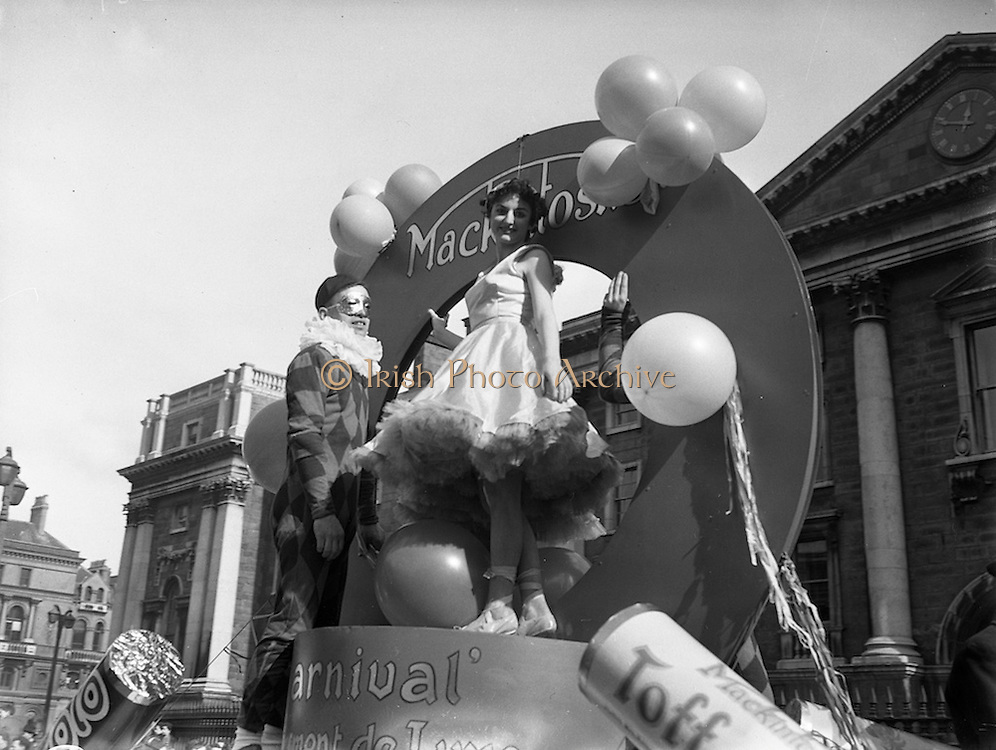 17/03/1955<br /> 03/17/1955<br /> 17 March 1955<br /> St. Patrick's Day Industrial parade in Dublin, run by the N.A.I.D.A.. MacKintosh confectionery float passing by Trinity College in the parade.