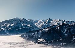 THEMENBILD, der Gletscher Kitzsteinhorn mit seinem Skigebiet und die Schmitten mit dem Zeller See und Zell am See im Nebel, aufgenommen in Saalfelden, Oesterreich am 11. Feber 2015 // The glacier Kitzsteinhorn with its ski area and the Schmitten Mountain, with Zell am See and his Lake in the fog, Saalfelden, Austria on 2015/02/11. EXPA Pictures © 2015, PhotoCredit: EXPA/ JFK