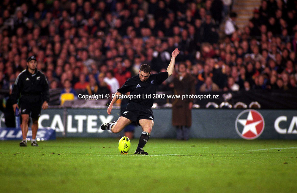 Andrew Mehrtens in action during the rugby union match between the All Blacks and Ireland, Eden Park, Auckland, 22 June, 2002. Photo: PHOTOSPORT