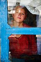 Tadjikistan, Asie centrale, Gorno Badakhshan, Haut Badakhshan, le Pamir, jeune fille ismaelienne // Tajikistan, Central Asia, Gorno Badakhshan, the Pamir, Ismaeli girl
