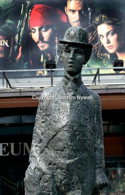 Oslo Norge 2006 07<br /> Charlie Chaplin staty<br /> <br /> <br /> ----<br /> FOTO : JOACHIM NYWALL KOD 0708840825_1<br /> COPYRIGHT JOACHIM NYWALL<br /> <br /> ***BETALBILD***<br /> Redovisas till <br /> NYWALL MEDIA AB<br /> Strandgatan 30<br /> 461 31 Trollh&auml;ttan<br /> Prislista enl BLF , om inget annat avtalas.