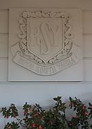 Royal South Yarra Lawn Tennis Club existiert seit 1884.<br /> Logo, Schriftzug am Klubhaus