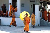 Laos - Luang Prabang - Moines // Laos. Luang Prabang. Monks.