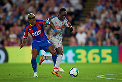 LONDON, ENGLAND - Monday, August 20, 2018: Liverpool's Sadio Mane brushes aside Crystal Palace's Patrick Van Aanholt on his way to scoring the second goal during the FA Premier League match between Crystal Palace and Liverpool FC at Selhurst Park. (Pic by David Rawcliffe/Propaganda)